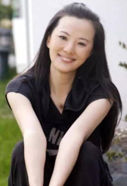 她出道23年零绯闻,是陈道明朱颜良知,嫁王菲初恋恩爱至今(图1)