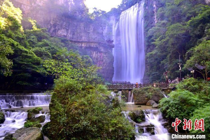 """""""中国中部第一瀑布""""三峡瀑布景区在疫"""