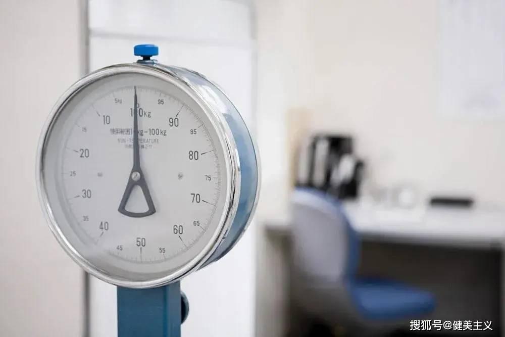 体重、裸眼视力纳入中考?不说了,我要去背视力表、减肥了…