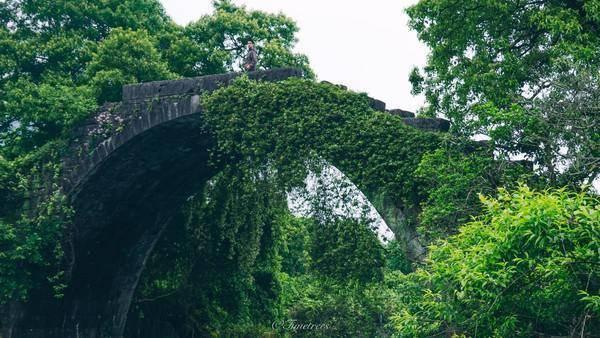 阳朔三大古桥之一富里桥,映在水中如同明月,什么超级月亮逊爆了