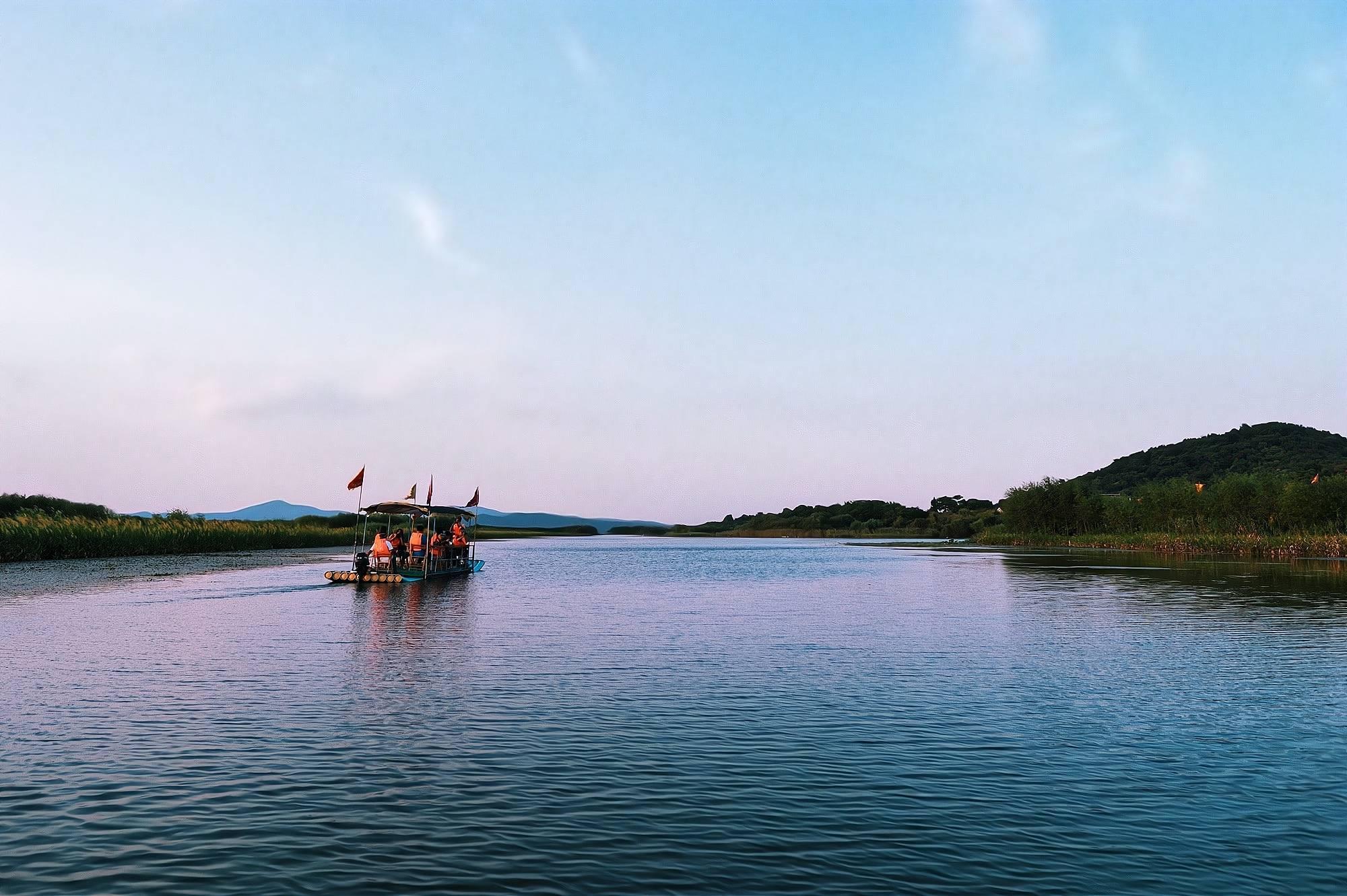 """原创             苏州太湖藏着一座绝美小岛,被誉为""""小蓬莱"""",知道的游客不多"""