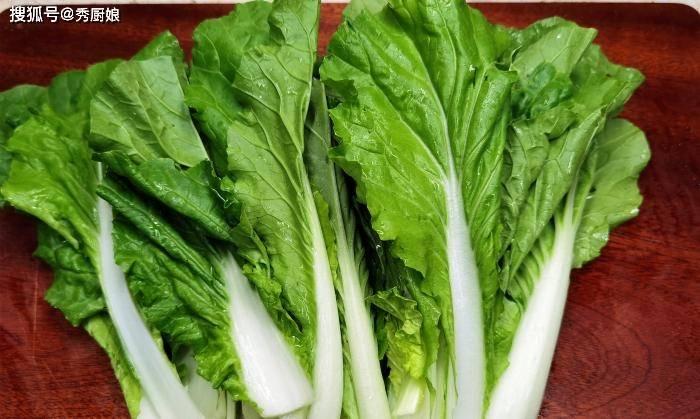 秋天,宁可不吃肉,这碱性蔬菜要多吃,钙含量极高,炖豆腐超级香