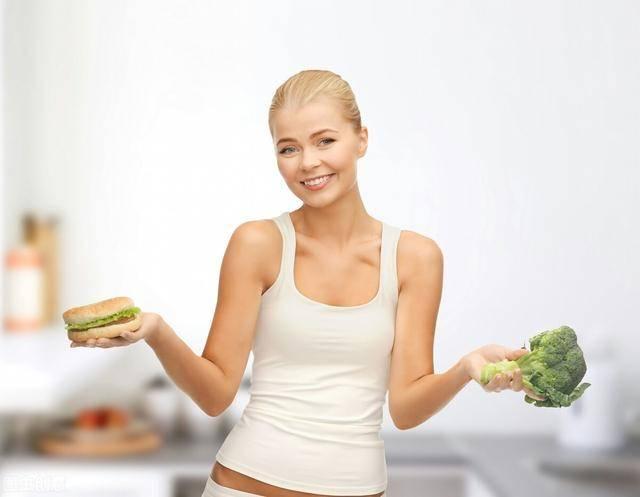 """减肥期间,做到""""早起3要,睡前3不做"""",你的体重不知不觉中下降"""