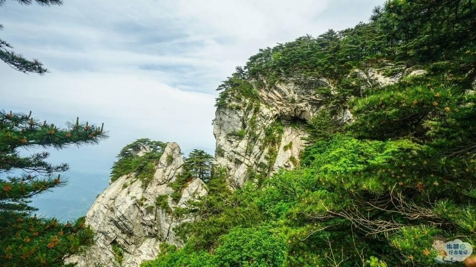 原创             国内最难分辨的景区 名字一样同属一座山脉 却一分为二成两个景区