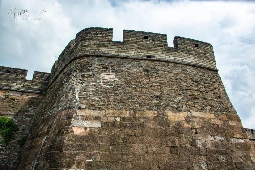 """这座古城墙被誉为是北方长城的""""范本"""",它的马面至今保存完好"""