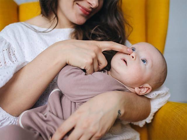 为什么婴儿生下来就认得自己的妈妈,被别人抱就会哭?