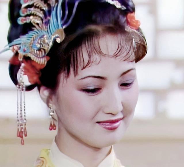 王熙凤的妯娌们为什么那么欣赏和维护平儿?
