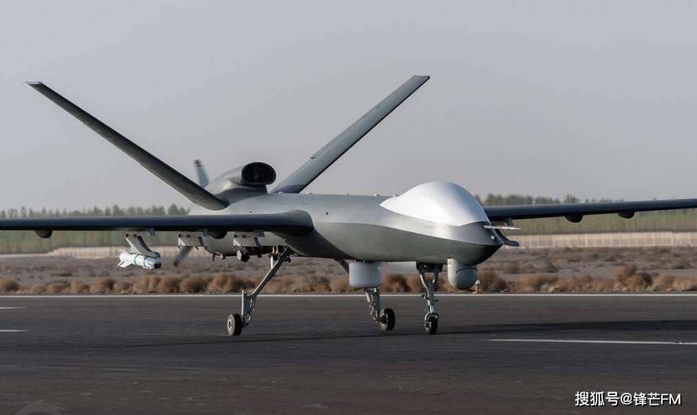 """蜂群刚亮相,""""野人""""就出现,美国新型防空系统64联装专打无人机"""