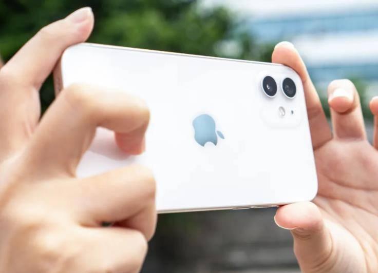 別不服,iPhone12是當前最不耗電的手機,遠勝安卓5G