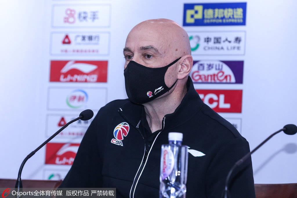 福建主帅:王哲林需求时间去找状况 咱们不会放弃