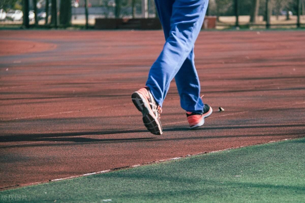坚持跑步有什么益处?3个慢跑技巧,提升训练效果!