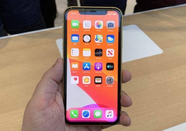 原创             从5999元跌至4799元,库克始料未及,新机发布旧iPhone却成为主角