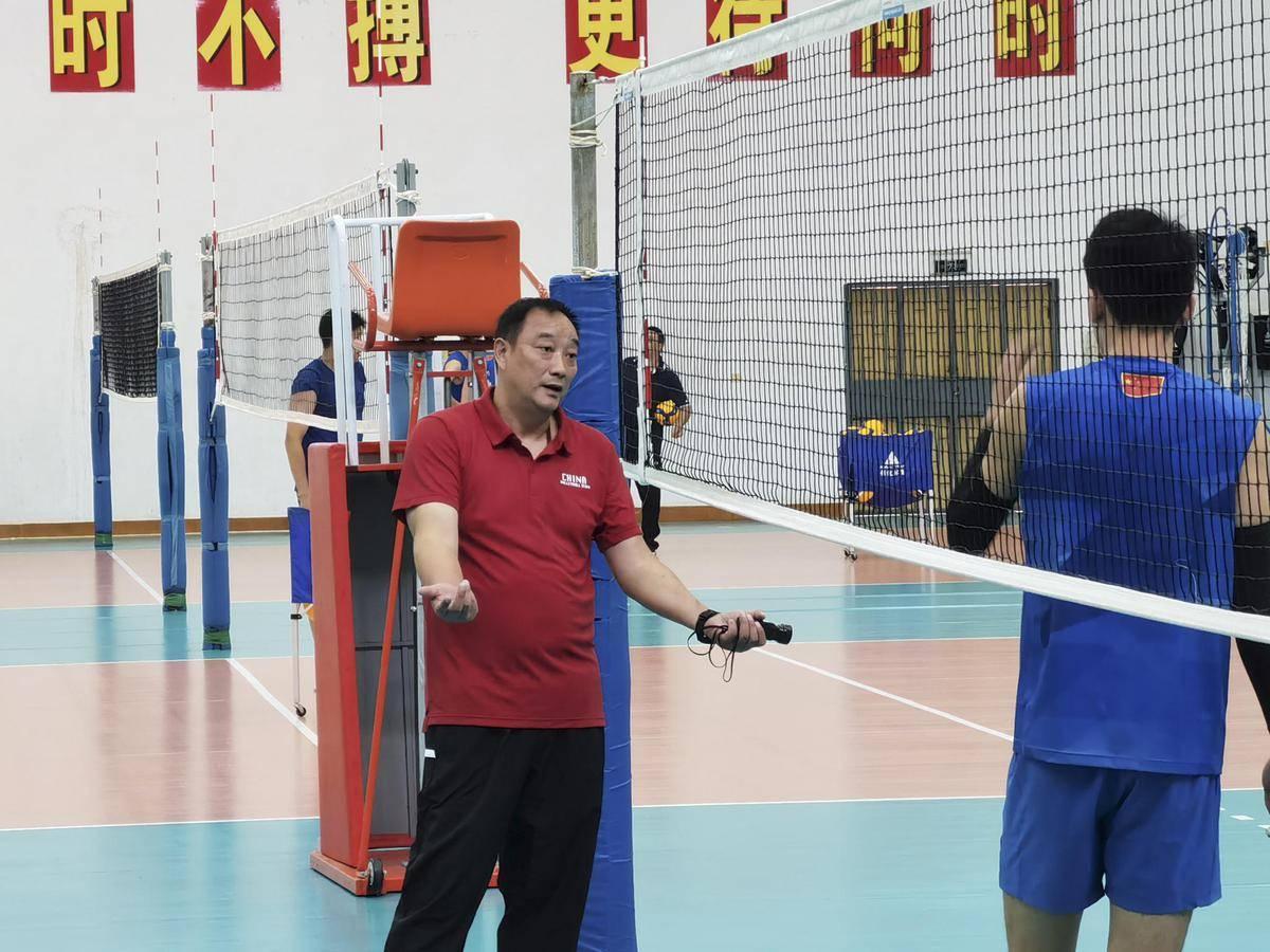 吴胜挂帅男排留用老帅班底 冲击奥运比郎平存在两短板