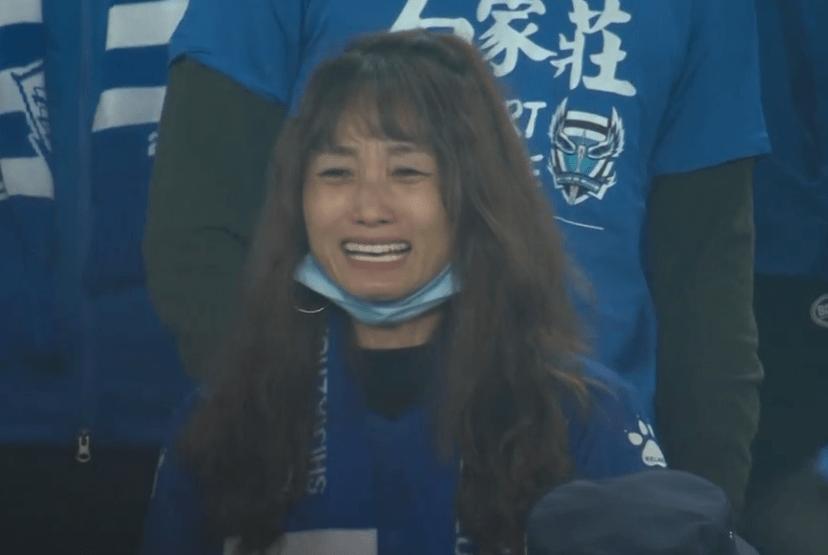 前中超MVP初度提前降级,女球迷痛哭不止!
