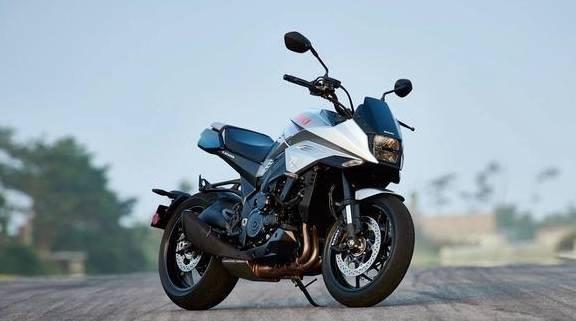 """铃木又一""""爆美""""摩托来了,车重215kg,四缸动力,配滑动离合器"""