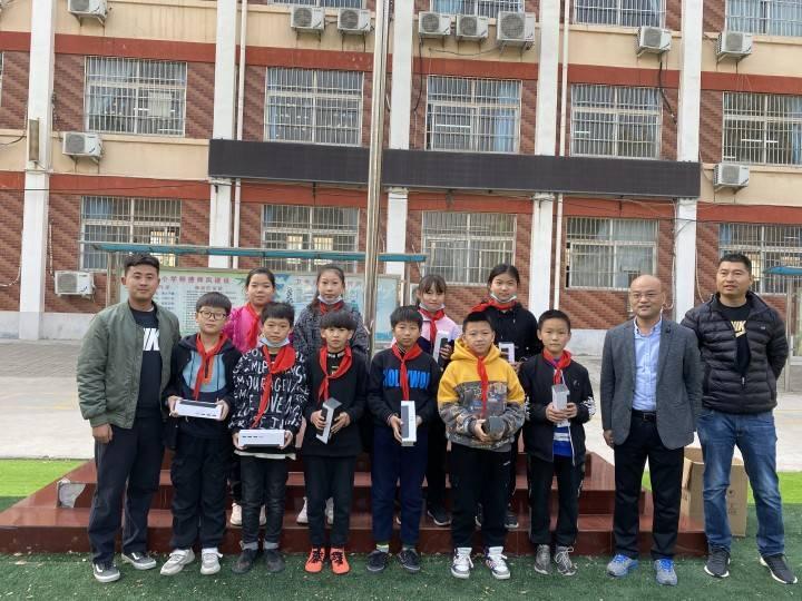 杜庄小学开展足球联赛颁奖仪式'亚博APP手机版'
