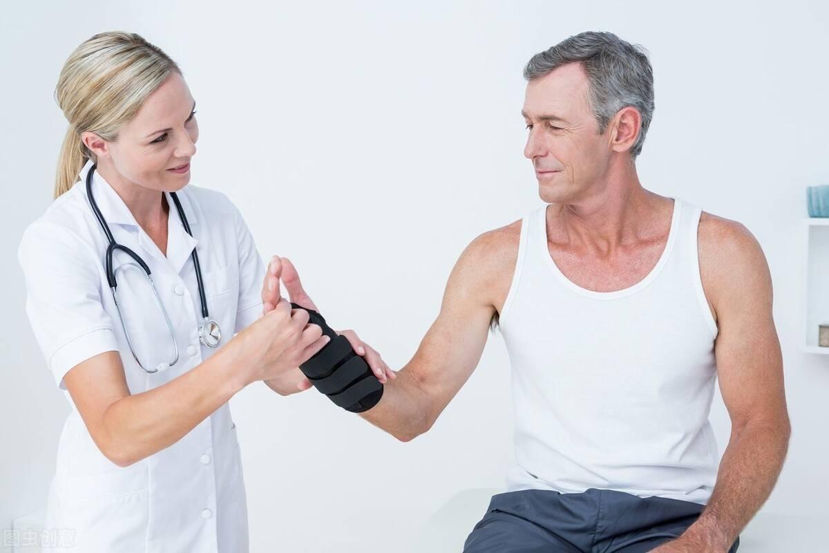 人到中年易发胖?一组自重训练,塑造紧实身材,抵抗衰老速度!