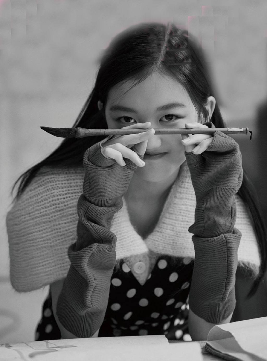 14岁李嫣美照暴光,再也不成心遮挡嘴唇,王菲李亚鹏多年支出没白搭(图7)