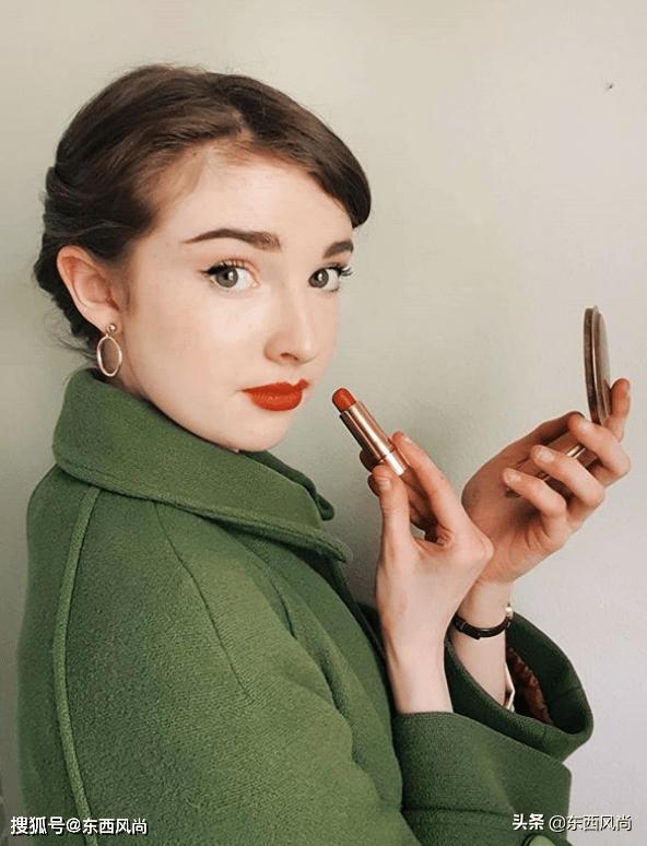 17岁女孩演绎复古风,像极了当年的赫本,透露着不一样的美