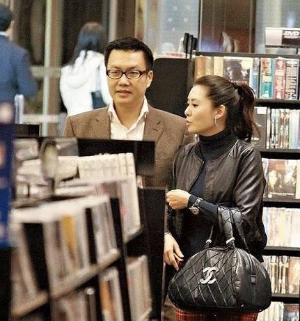 拉扯12年分手!51岁知名港姐陈淑兰百亿旧爱与他人结婚,荣升人父