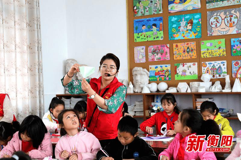 衡阳市外国语学校送艺术进小学