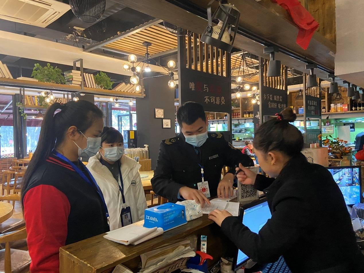 肖家河街道于11月18日起组织各检查小组深入辖区餐饮组织实施评定工作