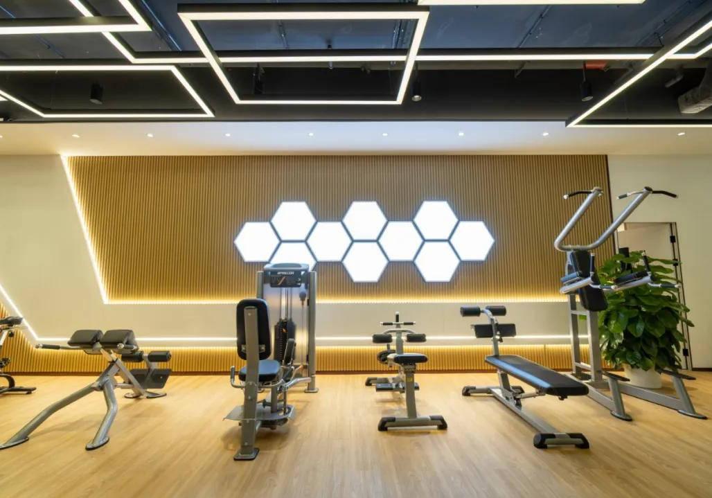 香江地产健身房