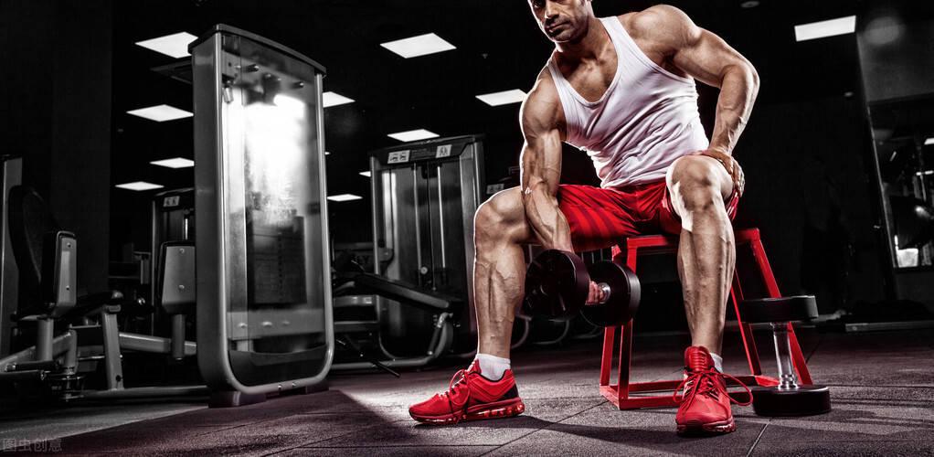 长期跑步训练的人,跟长期撸铁训练的人对比,二者有何不同?