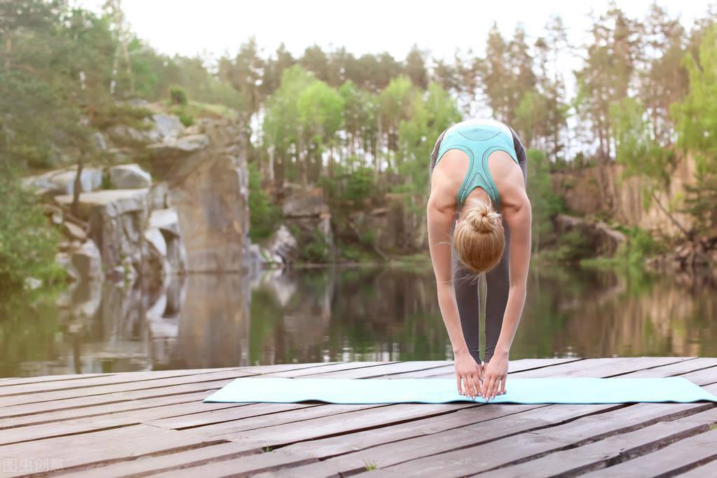 一组拉伸动作,每次20分钟,提高身体柔软度,改善自身体态形象!