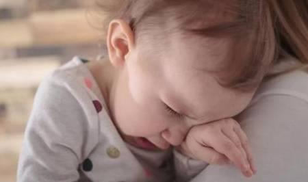 """孩子总爱""""假哭"""",家长头疼不已,面对孩子假哭家长要如何应对?"""