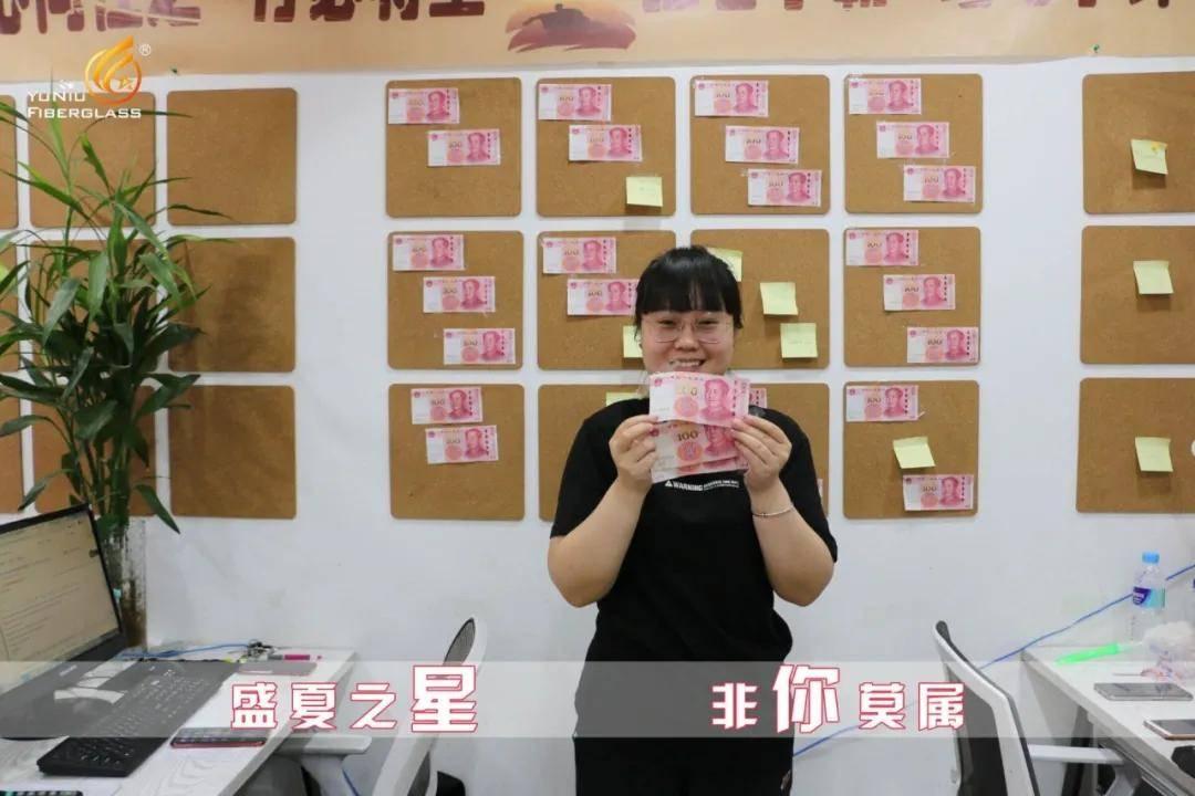 河北外国语学院国际商学院荣萌萌、王波两名毕业生反哺母校