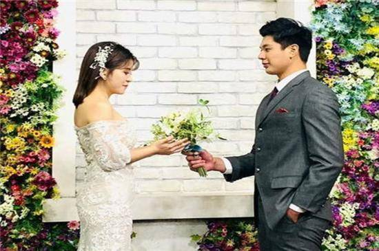 羽毛球名将卢敬尧喜讯不断,婚礼推迟完成,妻子立马有了身孕