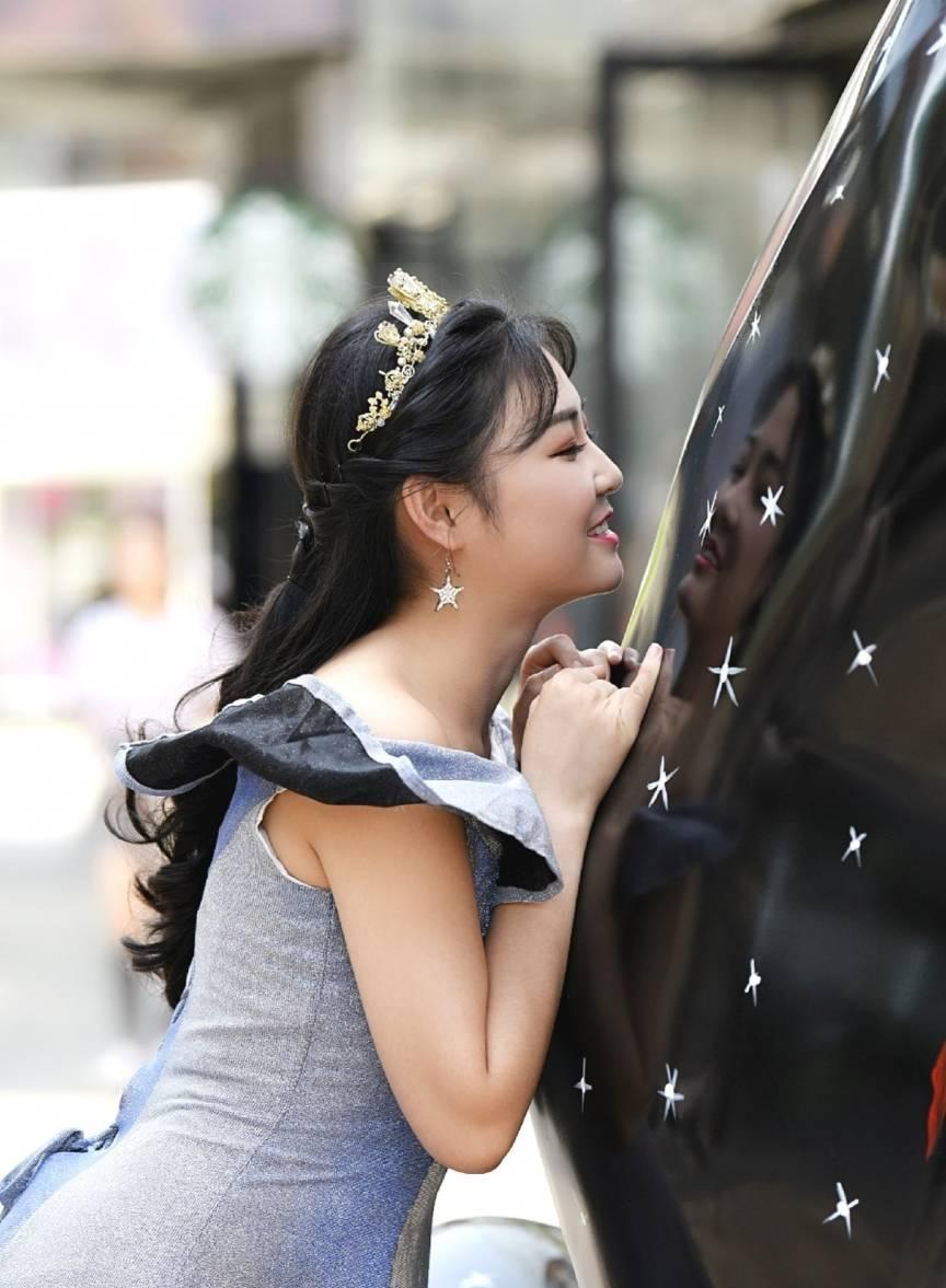 穿搭像公主一样的小姐姐 看上去是不是很是的漂亮可爱呢?'亚博ApP买球首选'(图1)
