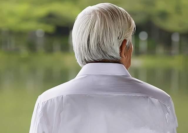 为什么白头发突然之间变多了?真相:与这4种坏习惯有关尽早改掉