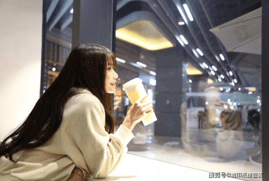 茶饮奶茶生意这么好做?武汉茶颜悦色开业,排队超8小时 (图26)