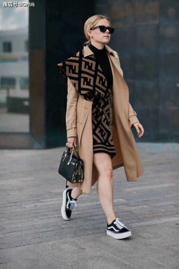 冬天里大衣配围巾的造型也太美了吧!怎么搭配都很棒!还很有型