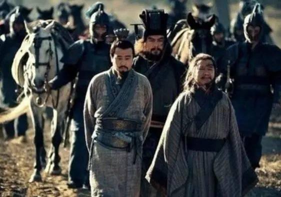 庞统临死前喊了8个字,刘备听后很纳闷,诸葛亮却想隐退