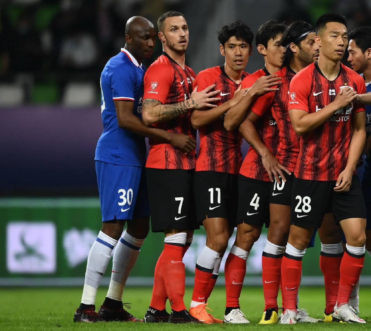 此前在多哈征战亚冠的两支上海球队,将结束14