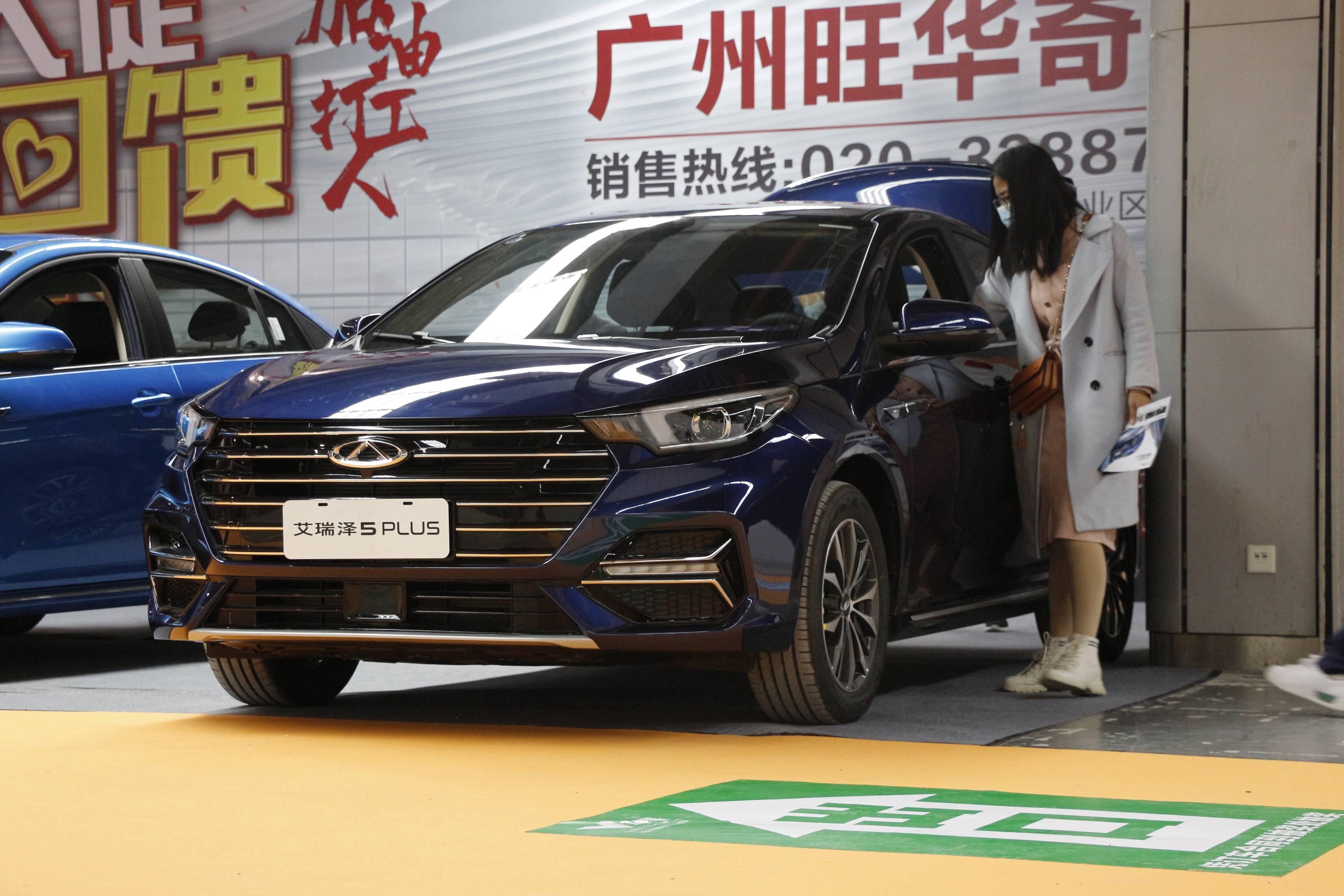 最初的奇瑞阿里扎5 PLUS出现在广州国际采购汽车展上,双外观为69,900