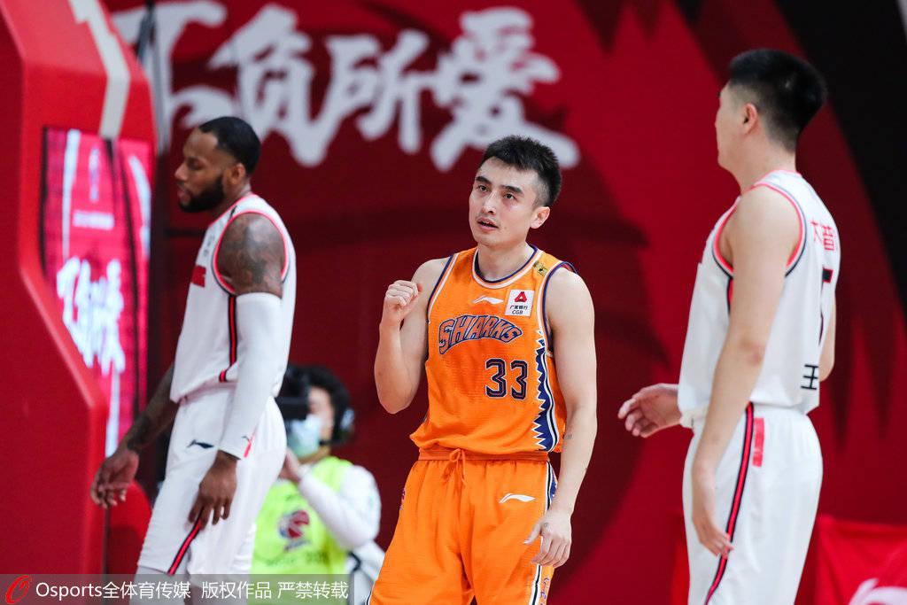 本场竞赛拿下22分的上海后卫罗汉琛,相同为成功立下汗马功劳
