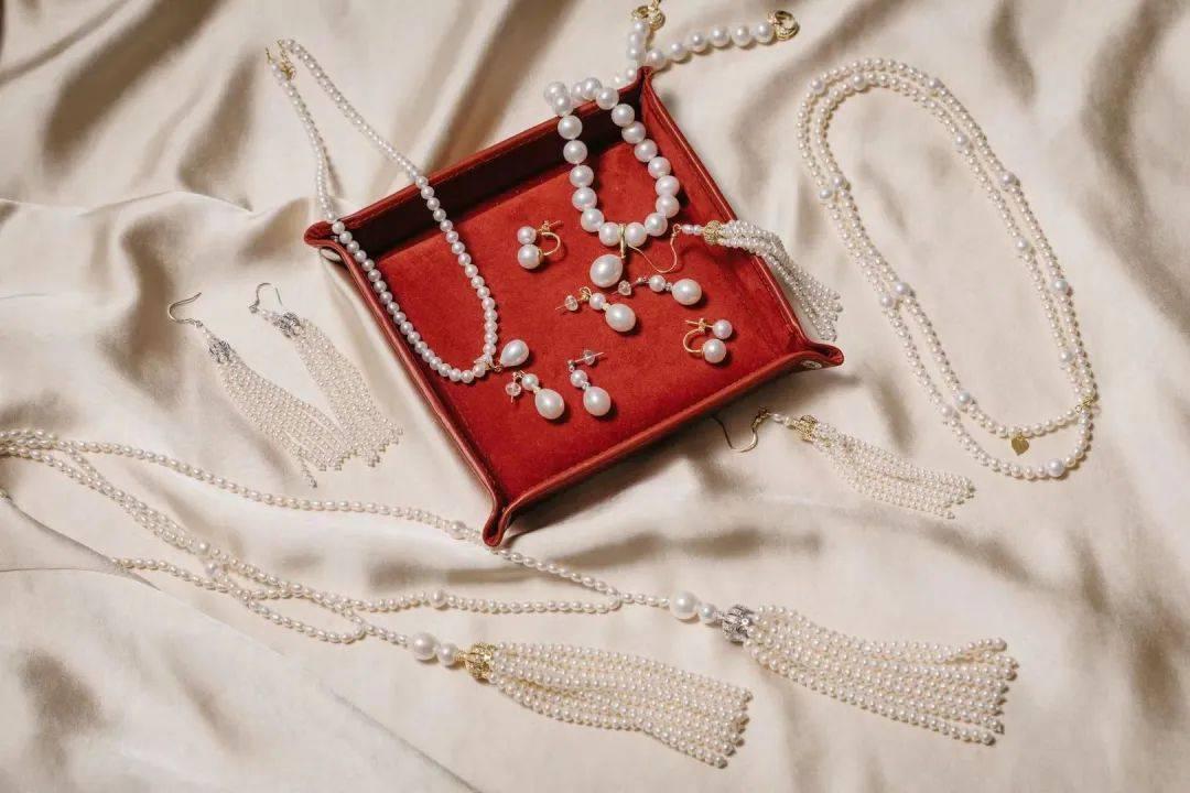 原创             女神人手一条珍珠长链,新年戴起来贵气十足!