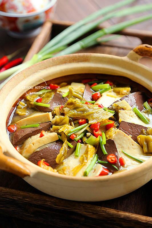 原来8个炖菜,热的,一顿饭容易吃一壶,越冷越舒服