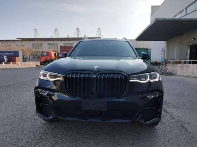 平行进口的宝马X7七座运动型多功能车在国内很畅销
