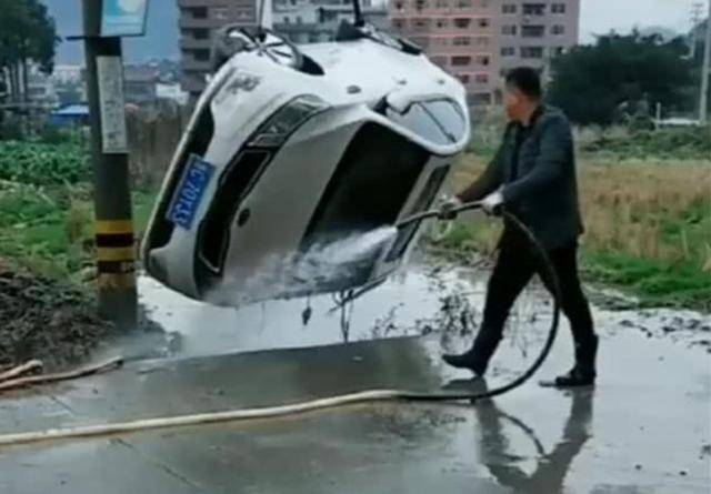 原叔原洗车方法,360度无死角,洗车机:等着换车
