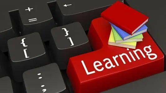 推动网络教育蓬勃发展的动力:技术创新赋权、互联网普及率、用户学习习惯