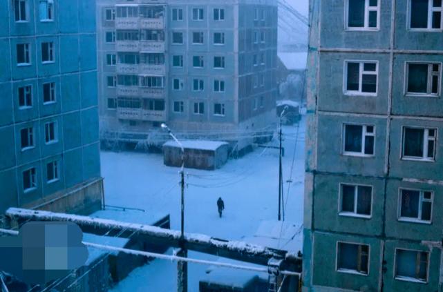 世界最冷的学校零下40℃,孩子穿2件羽绒服上学,还让你娃赖床吗