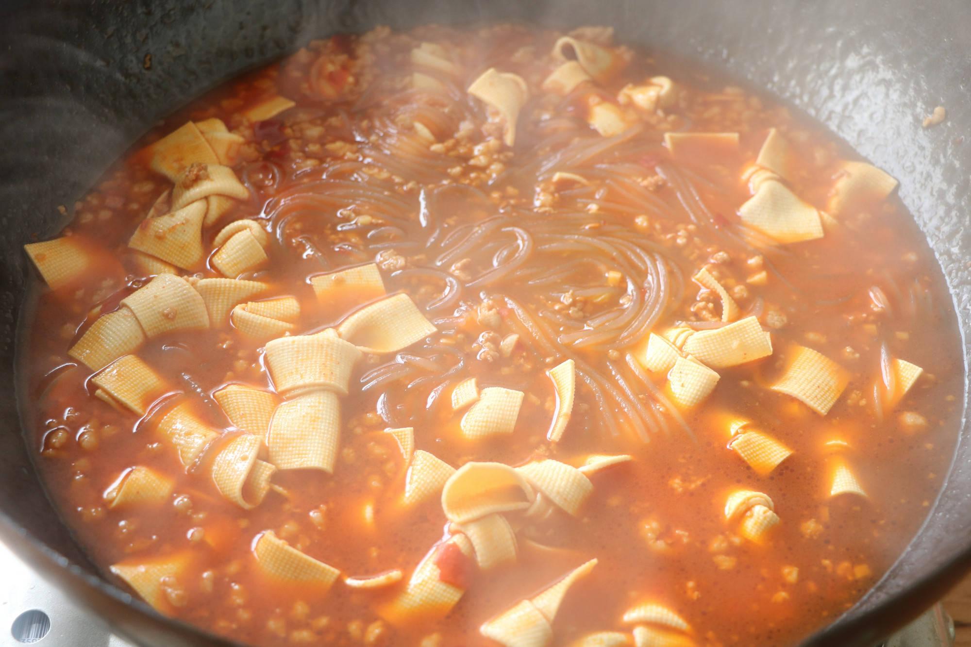豆皮这样做太美味,简单炖一锅下酒又下饭,吃完浑身暖和,超香!