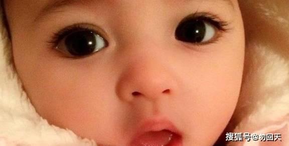 """出生后因为""""美貌""""迷倒众人的婴儿,四个月后的模样发生了变化"""