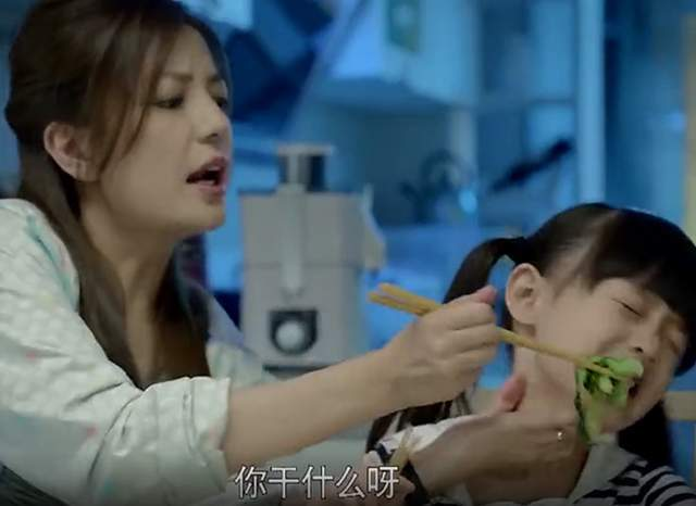 """3个月宝宝被奶奶过度喂养,导致积食发烧,还信""""能吃是福""""吗?"""