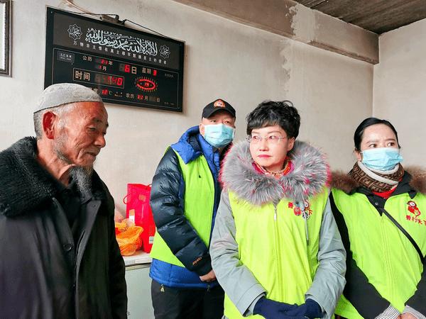 青海省善行天下公益服务中心志愿者走访病患马杰一家